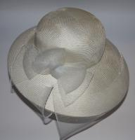 Brauthut, cremeweiss mit Schleiermasche